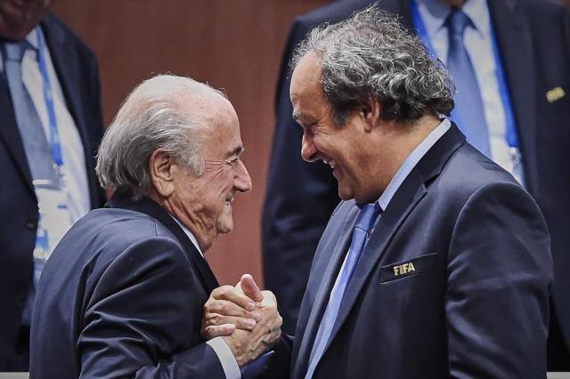 """Platini apoia renúncia de Blatter: """"Foi uma decisão corajosa e correta"""" Michael Buholzer/AFP"""