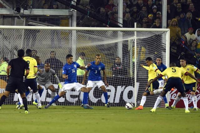 Brasil joga mal, perde para a Colômbia e decide vaga na última rodada Nelson Almeida/AFP