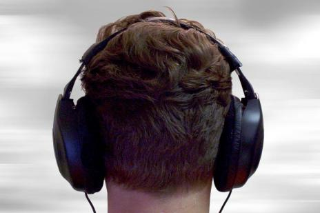 Conheça quais são os tipos de fone de ouvido e como eles podem danificar a sua audição (Divulgação/Stock XCHNG)