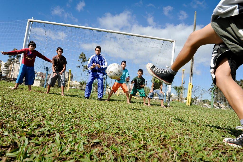 Esportes extraclasse podem formar crianças mais disciplinadas Edu Cavalcanti/Agencia RBS
