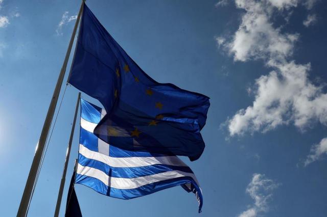 União Europeia passa por teste de estresse com crise grega LOUISA GOULIAMAKI/AFP