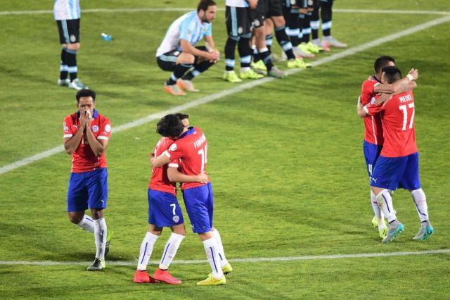 Chile vence nos pênaltis e comemora título da Copa América em casa MARTIN BERNETTI/AFP