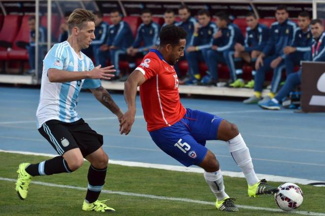 Lateral chileno dedica título da Copa América às vítimas da ditadura militar Nelson Almeida/AFP
