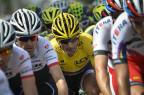 Vídeo: acidente com líder provoca quatro abandonos no Tour de France JEFF PACHOUD/AFP