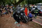 Assaltantes capotam carro roubado após perseguição policial na Capital Carlos Macedo/Agencia RBS