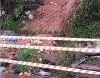 Barranco desmorona no Bairro São José, em Porto Alegre Jeniffer Gularte/Agência RBS