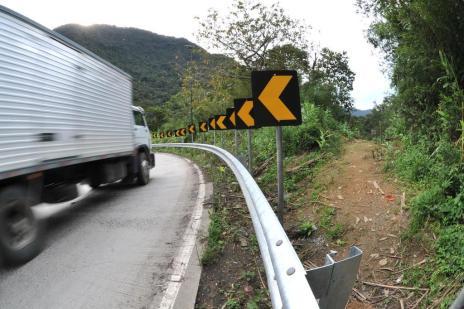 Trecho da Serra Dona Francisca onde ocorreu acidente com ônibus de turismo passa por melhorias (Claudia Baartsch/Especial)