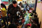 Policiais doam alimentos e brinquedos para creche comunitária de Santa Maria Ronald Mendes/Agencia RBS