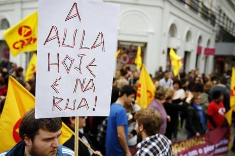 Manifestação contra o governo reúne centenas em Pelotas (MATEUS BRUXEL/Agencia RBS)
