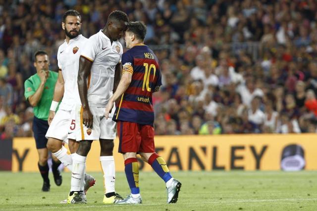 Barcelona goleia a Roma, e Messi dá cabeçada em adversário QUIQUE GARCIA/AFP