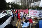 Servidores federais em greve protestam em frente ao Ministério da Fazenda, em Porto Alegre Ronaldo Bernardi/Agência RBS
