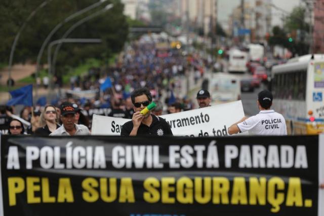 """Servidores dizem que greve vai """"sair do controle"""" se pagamento for de R$ 500 Diego Vara/Agencia RBS"""