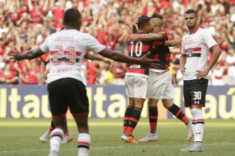 Guerrero acaba com jejum, e Flamengo vence o São Paulo de virada (Gilvan de Souza / Flamengo, Divulgação/)