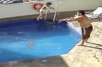 Homem é condenado a 100 anos de prisão por arremessar enteada de 3 anos em piscina até a morte 26.08.2015/Reprodução