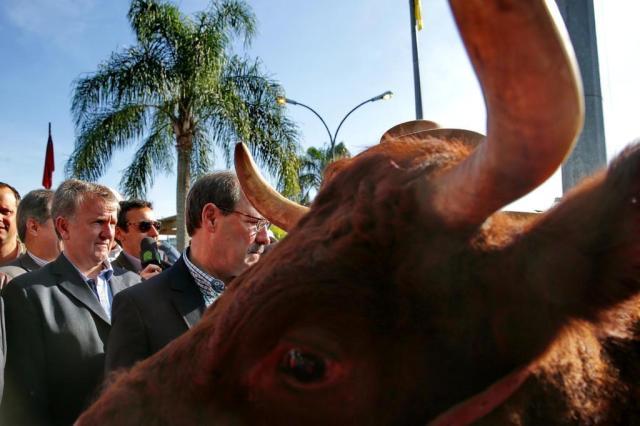 """""""Os servidores merecem uma explicação, mas hoje o assunto é Expointer"""", diz Sartori Fernando Gomes/Agência RBS"""