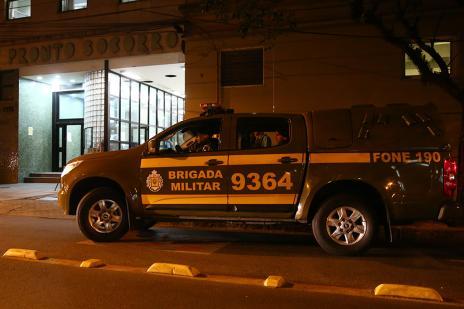 Em perseguição, pedestre e dois policiais militares são baleados em Porto Alegre (Félix Zucco/Agência RBS)