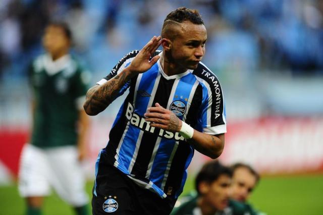 Luiz Zini Pires  vitória dramática na Arena nasce nos pés do jovem Everton 10b899e492d80