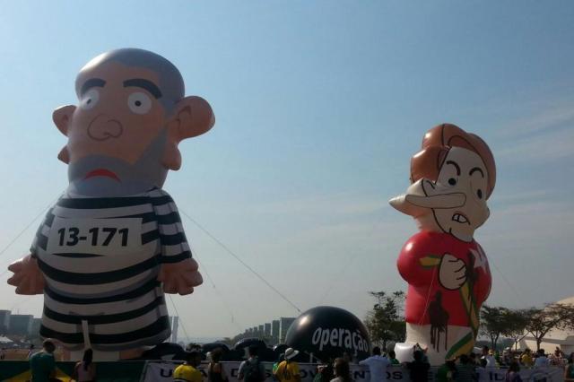 """Depois de """"Pixuleko"""", manifestantes criam boneco de Dilma com nariz de Pinóquio André Borges/Estadão Conteúdo"""
