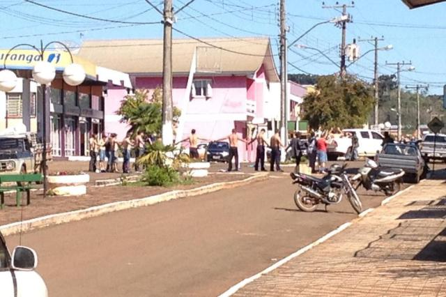 Criminosos fazem escudo humano após assaltar dois bancos em Maximiliano de Almeida Conrado Augusto/Rádio Rural