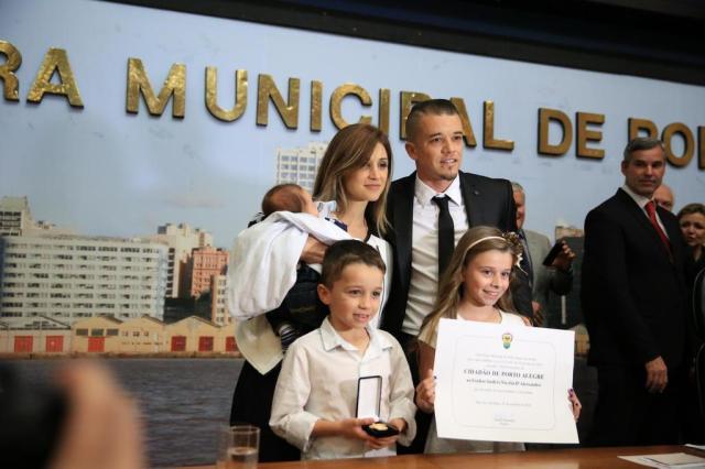 D'Alessandro se emociona ao receber o título de Cidadão de Porto Alegre Carlos Macedo/Agencia RBS