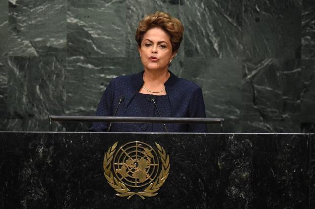 Dilma promete redução de 43% das emissões de gases até 2030 TIMOTHY A. CLARY/AFP