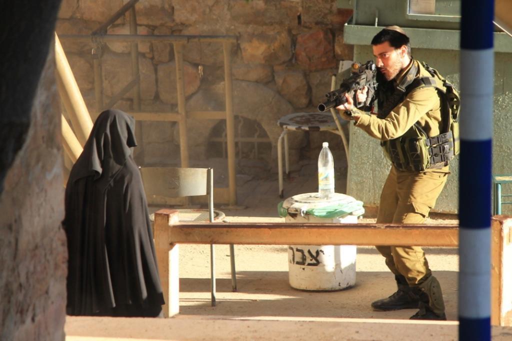 Brasileiro sai às pressas de Israel após fotografar palestina sendo morta YOUTH AGAINST SETTLEMENTS GROUP/AFP