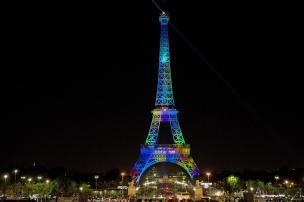 VÍDEO: Torre Eiffel ganha novo show de luzes para Semana da Moda FLORIAN DAVID/AFP