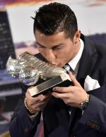 Cristiano Ronaldo é homenageado pelo Real Madrid por recorde de gols