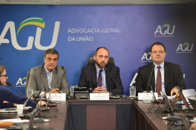 Governo pedirá substituição de relator das