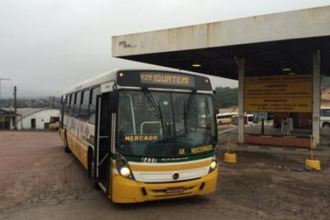Após incêndio em ônibus, linha opera com desvio na Capital (Felipe Daroit/Agência RBS)