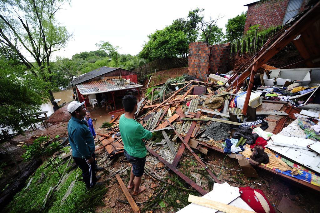 Mau tempo já causa estragos em 95 municípios e afeta 130 mil pessoas Ronaldo Bernardi/Agencia RBS