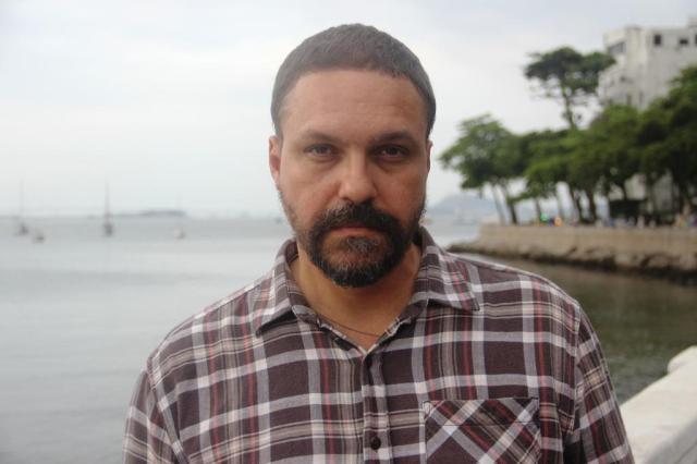Sexo, ócio e redes sociais estão no centro do novo livro de Paulo Scott Olavo Amaral/Divulgação