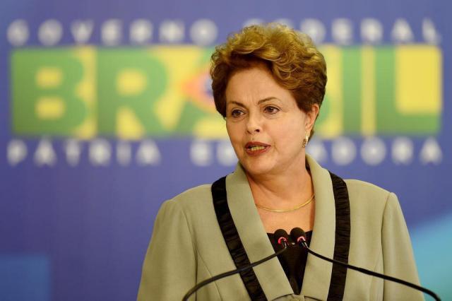 """Dilma diz que governo """"aperta o cinto"""", mas não corta Bolsa Família EVARISTO SA,AFP/AFP"""