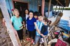 """Família de desabrigados reencontra seu lar: """"Tchau, Tesourinha"""" Omar Freitas/Agencia RBS"""