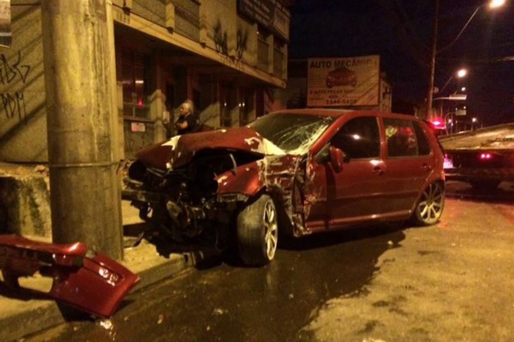 Aparador Blanco Barato ~ Motorista foge após colidir contra loja na zona norte de Porto Alegre Tr u00e2nsito Notícias do