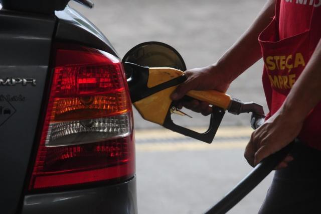 Gasolina passa dos R$ 4 em pelo menos oito municípios gaúchos  Roni Rigon/Agencia RBS