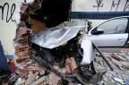 Carro derruba parede de loja na zona norte de Porto Alegre Ronaldo Bernardi/Agência RBS