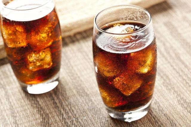 Consumo de bebidas açucaradas é associado a maior risco de insuficiência cardíaca Brent Hofacker/Shutterstock