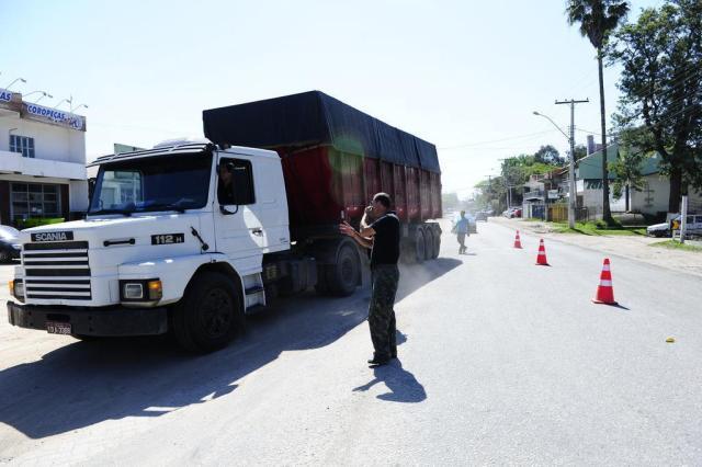 Com bloqueio na BR-392, manifestantes tentam evitar acesso de caminhões ao Porto de Rio Grande Ronaldo Bernardi/Agencia RBS