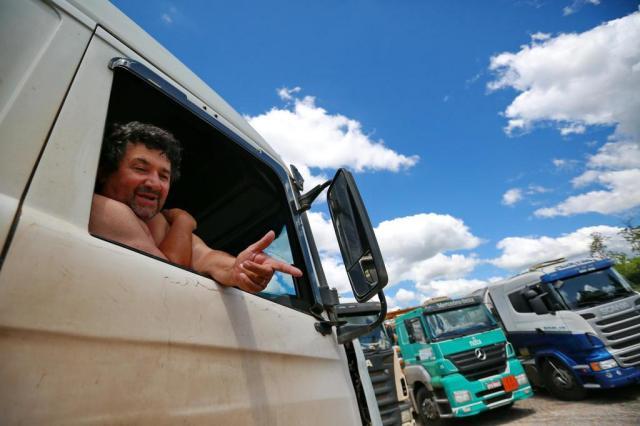 """Pedir renúncia de Dilma é """"palhaçada"""", diz caminhoneiro Carlos Macedo/Agencia RBS"""