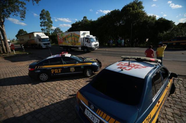 PRF escolta centenas de caminhões e esvazia greve no norte do RS Carlos Macedo/Agencia RBS