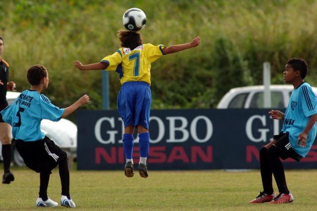 EUA proíbem cabeçadas no futebol para crianças até 10 anos de idade Maurício Vieira/Agencia RBS