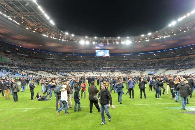 Jornal diz que técnicos de França e Alemanha souberam de ataques e não deram notícia aos jogadores Miguel Medina/AFP