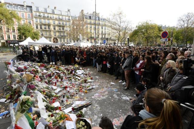 França e Europa fazem um minuto de silêncio pelas vítimas dos atentados em Paris BERTRAND GUAY/AFP