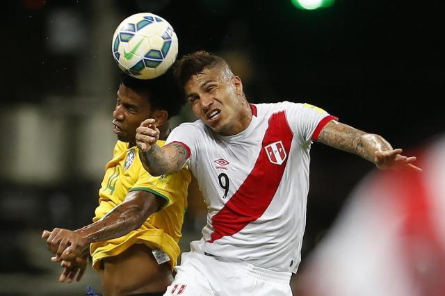 Interessado em Guerrero, Inter pode oferecer Réver e Alex, diz jornal André Mourão/Mowa Press