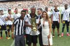 Com festa da torcida, Maitê Proença entrega taça da Série B para o Botafogo Paulo Sérgio/Lancepress!