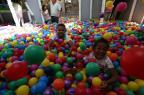 Crianças do projeto social da Tia Lolô visitam shopping pela primeira vez e vibram ao conhecer o Papai Noel Tadeu Vilani/Agencia RBS