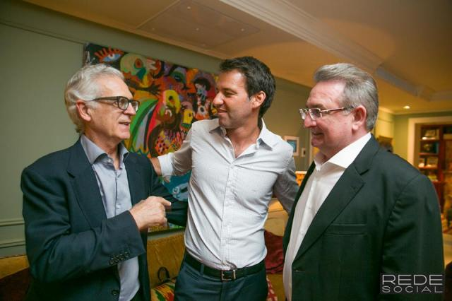 Em sua residência, Eduardo Sirotsky Melzer recebe parceiros do Grupo RBS para brindar o fim de ano Andréa Graiz / Agência RBS/Agência RBS