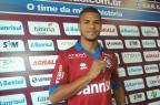 Atacante Jefferson Kanu é o 14º reforço do Caxias para a próxima temporada Rafael Tomé/Divulgação