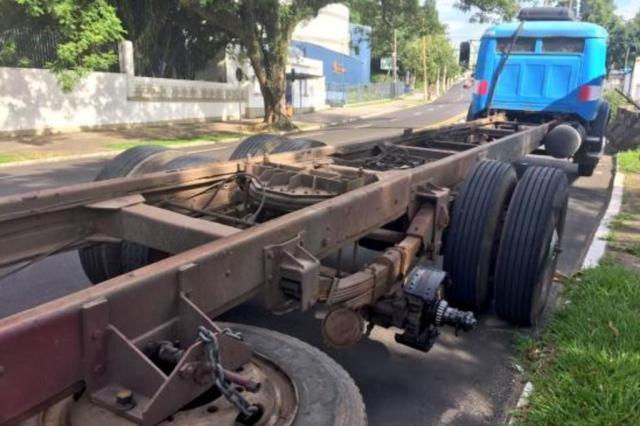 Pedestre morre atingida por rodado de caminhão em Porto Alegre Daniel Fraga/Agência RBS
